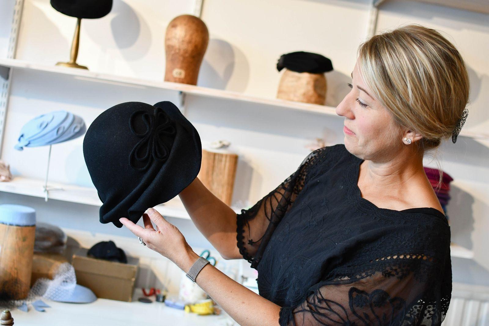 Linda Langer är hattmakerska och driver Design Beatrice Langer.