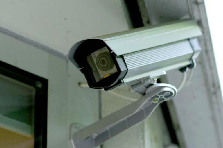 Övervakning: Kamera i köket filmade grannens trädgård