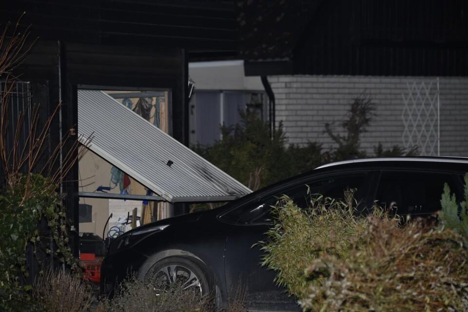 Garageporten skadades vid explosionen.