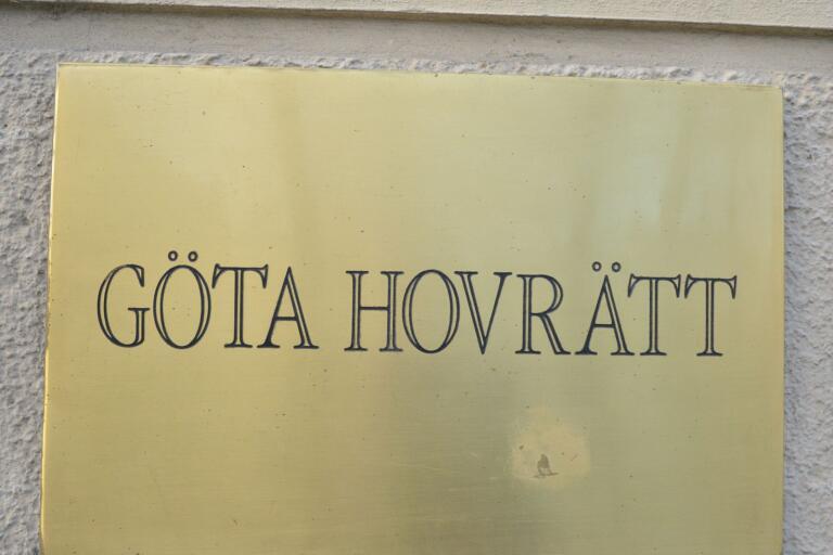 Göta hovrätt friar nu kvinnan som misstänktes ha lejt en torped i Växjö för att krossa ex-mannens ena knäskål.