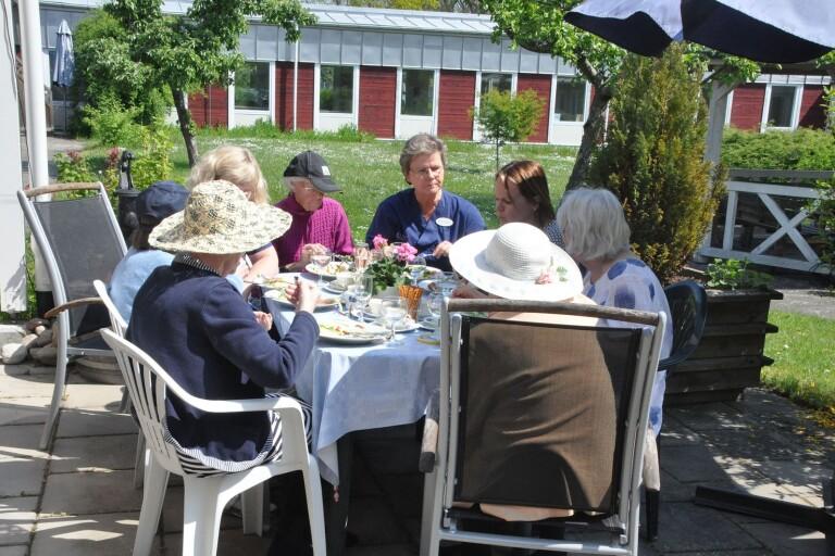 Besök äldreboende tillåts igen