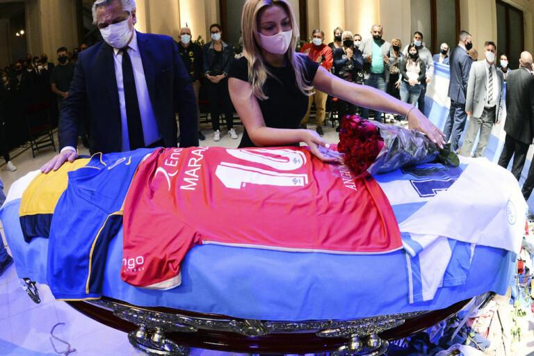 Maradonas död väcker politisk debatt