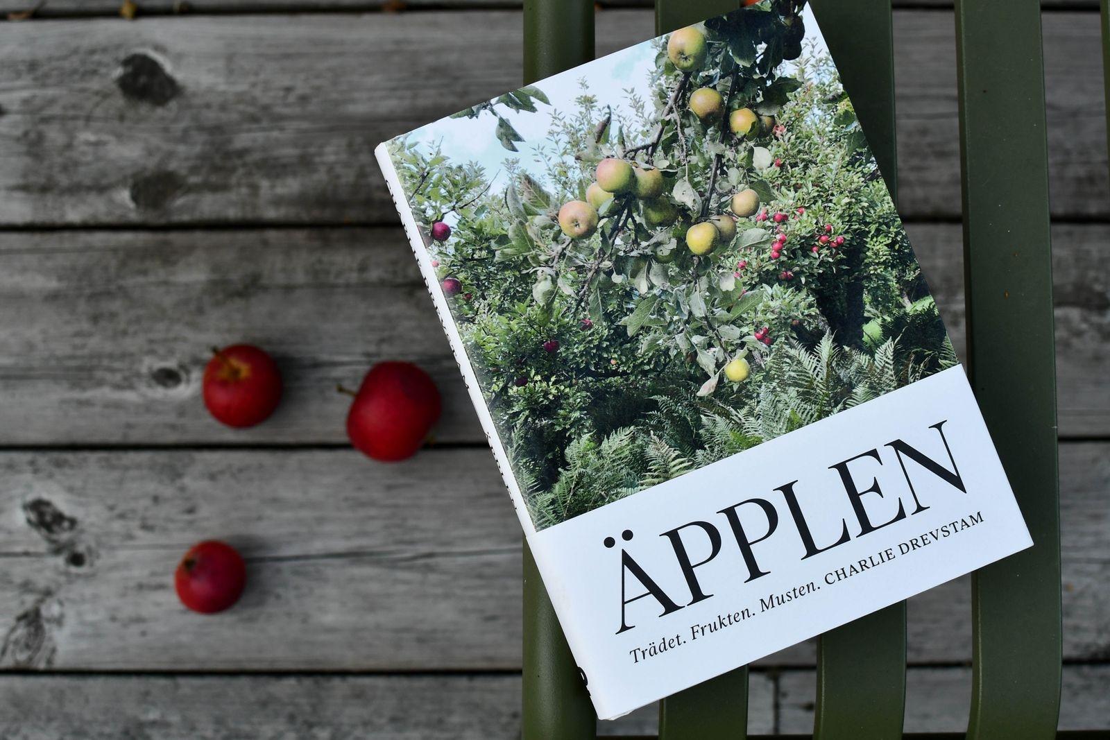 Som fotograf inledde Charlie arbetet med boken med ett redan stort bildarkiv, texten började han jobba med 2019 och i augusti i år gavs Äpplen - Trädet. Frukten. Musten. ut.