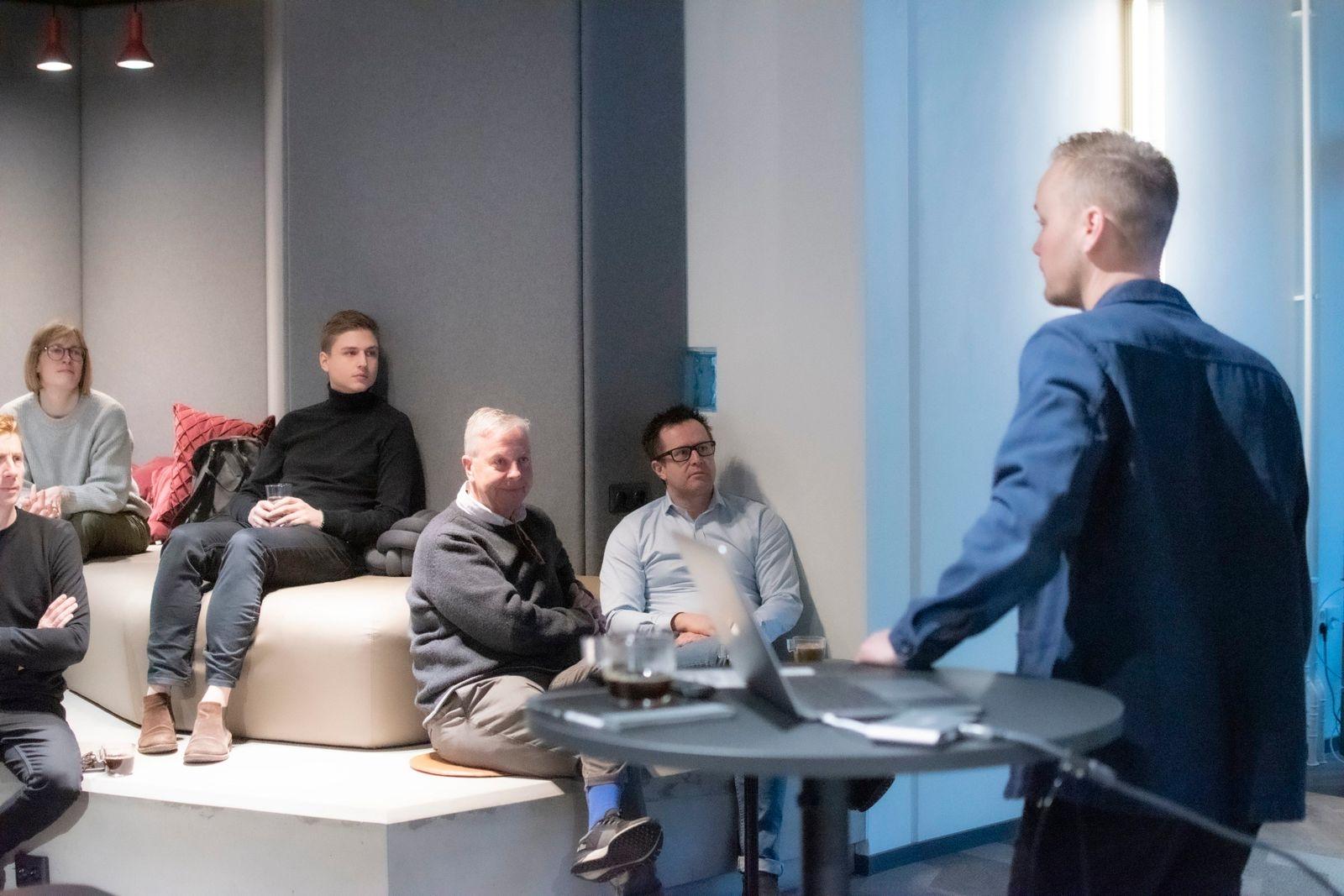 """På det så kallade """"Apberget"""" höll sedan designduon John och Johan en föresläning under rubriken """"Vad är snyggt och vad är fult?"""""""