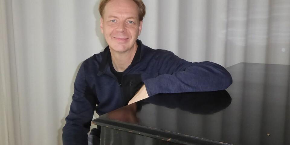 Inte bara moll trots Coronakrisen! I frånvaro av konserter har Växjöbördiga världspianisten Per Tengstrand använt tiden till att göra kortfilmer om kompositören Franz Schuberts liv och skapande.
