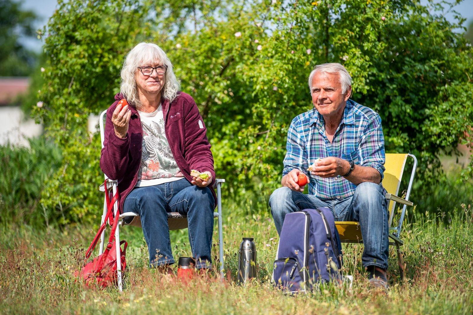 Marianne Andersson och Sven Andersson passade på att fika innan de körde hem till Bjärnum igen.