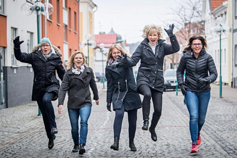 För Gun-Marie Offesson , Petra Johansson, Ylva Karlsson, Marie Carlsson och Annette Andersson är lunchpromenaderna arbetsdagens bästa stund. Och efter sju år är det många Ronnebybor som har koll på dem. Nu skickar de lunchutmaningen från Kallinge vårdcentral vidare.