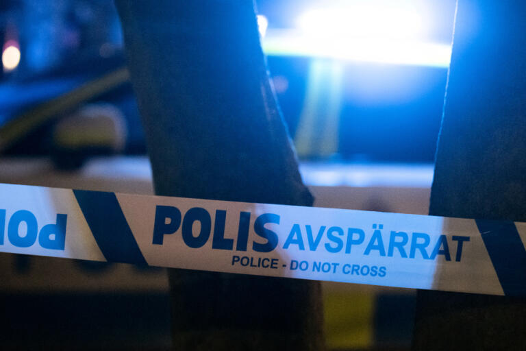 En misstänkt gärningsman söks sedan en person blivit misshandlad med en kniv i Råcksta i nordvästra Stockholm. Arkivbild.