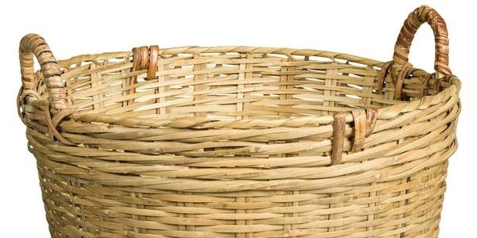 Trädgårdskorg i bambu ( att ha filtar eller annat bra att ha i), Rusta, 99,90 kr.