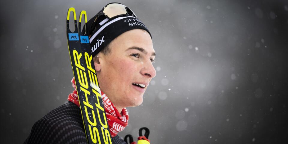 Max Novak vann överraskande den svenska längdskidspremiären – men utreds nu för att ha spelat på sin egen tävling.