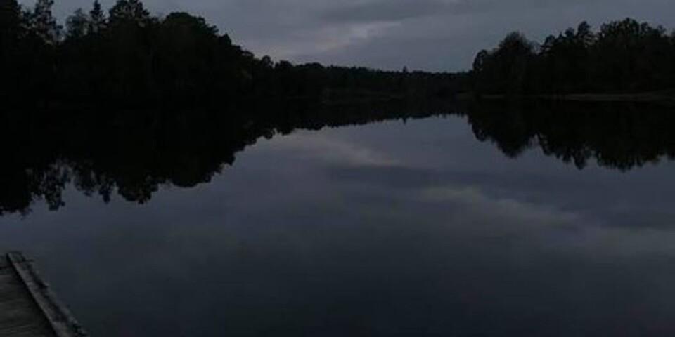 Kvällsdopp efter gympan i bråbo. 14 grader i Bråhultesjön, rapporterar Camilla Kennestig.