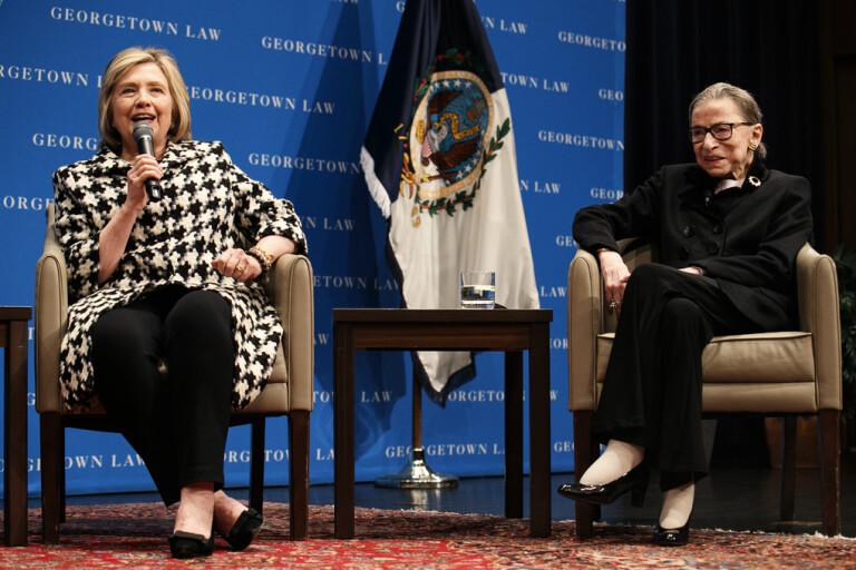 Hillary Clinton tillsammans med Ruth Bader Ginsburg under en föreläsning vid Georgetown University i Washington i fjol.