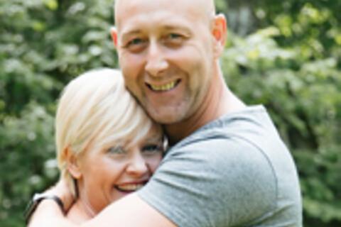 Han gav henne taxikundens bakelse i present – 26 år senare håller de ändå ihop