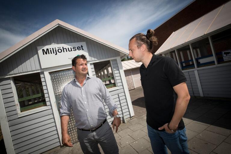 Ricardo Klemensson och Simon Jönsson vill se nedgrävda kärl för sopor och återvinning på Fagerängen i Trelleborg.