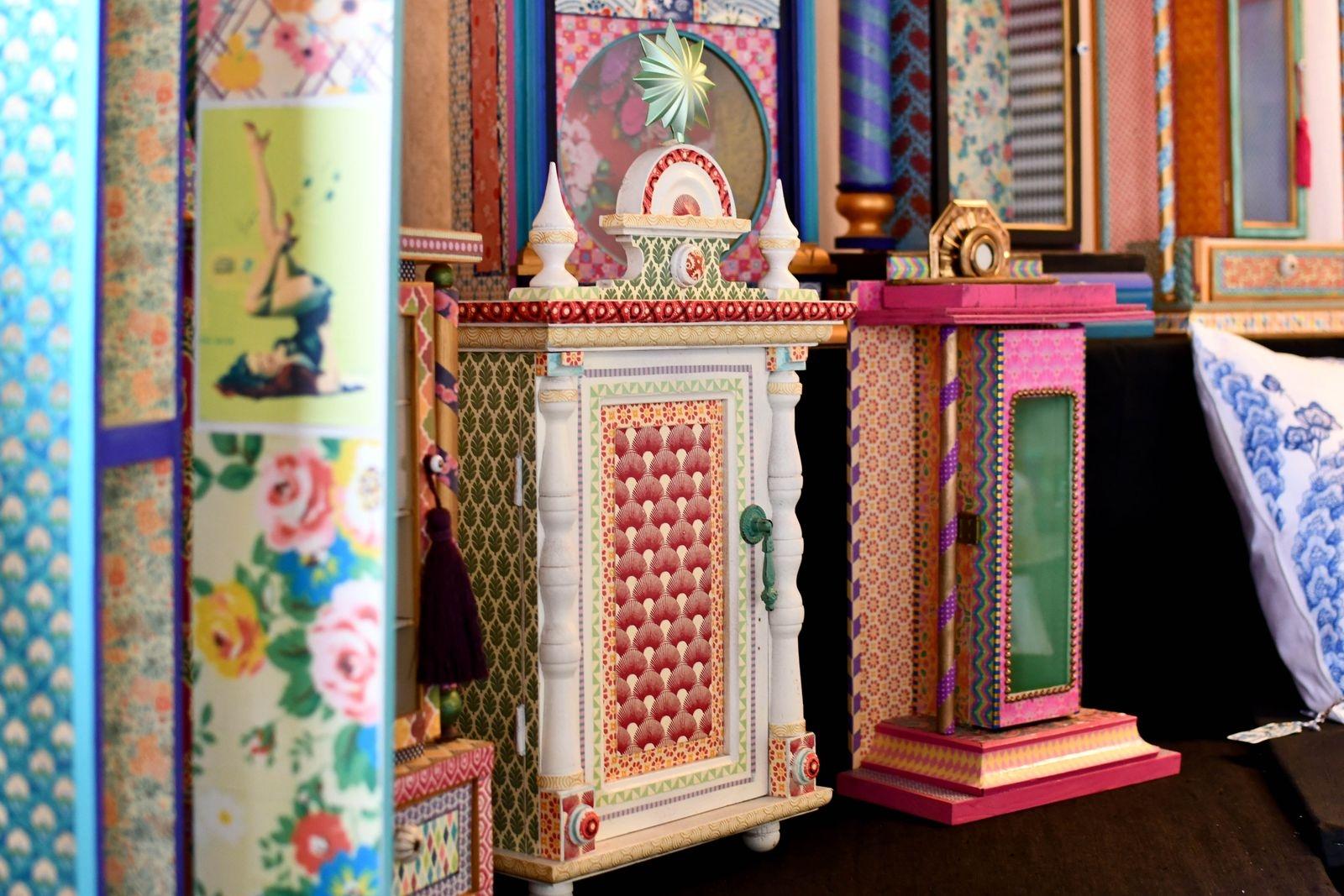 Ninnis tavlor, men även möbler, lampor, smycken och handmålade kläder, finns att se i hennes nyöppnade showroom.