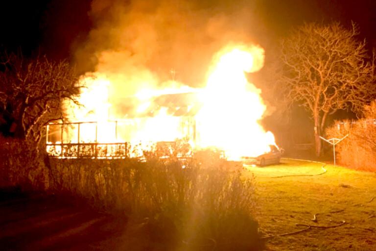 Husägare frias efter våldsam villabrand