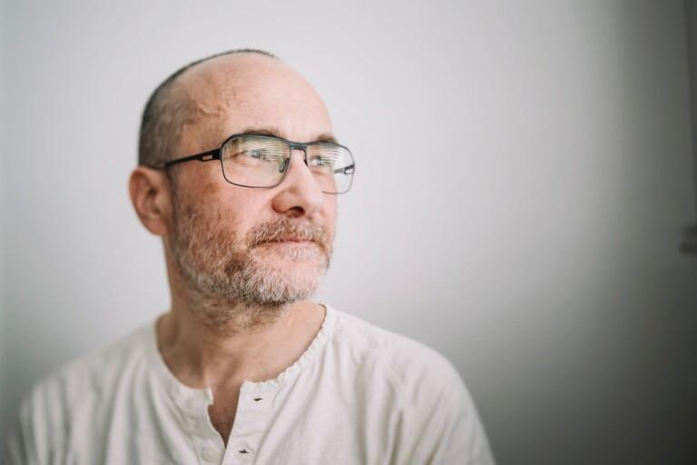 Författaren och översättaren Dmitri Plax har skrivit en drygt sexhundra sidor lång bok fylld av hågkomster, förtvivlan och kärlek, allt ackompanjerat av egna illustrationer.