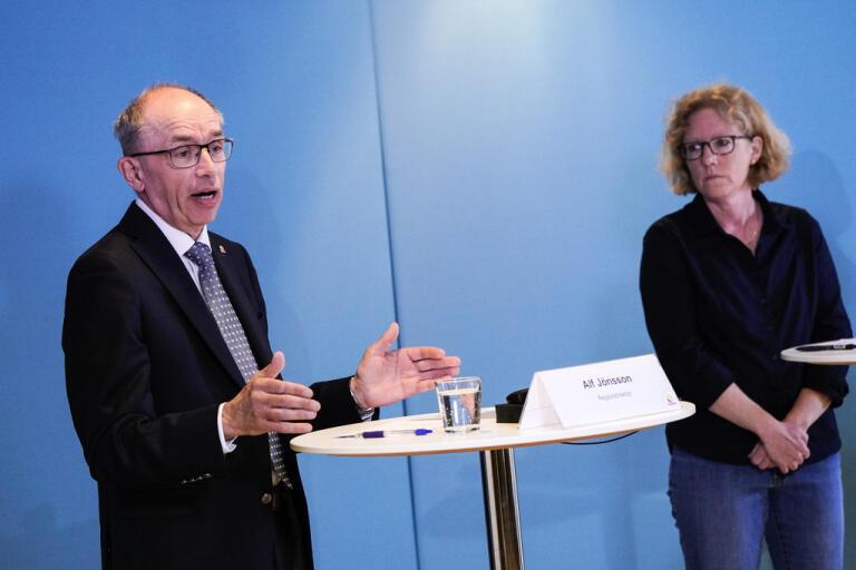Alf Jönsson, regiondirektör i Region Skåne, och Eva Melander, smittskyddsläkare. Arkivbild.