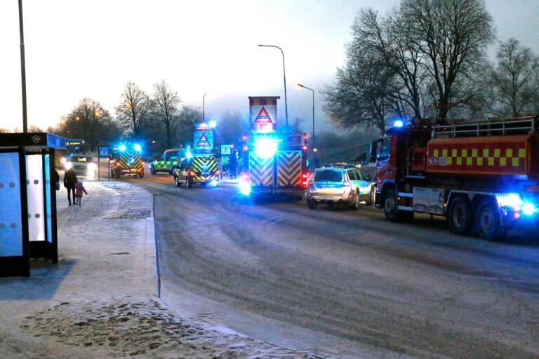 På måndagsmorgonen skedde en olycka på Tre rosors väg. En flicka blev påkörd av en bil.