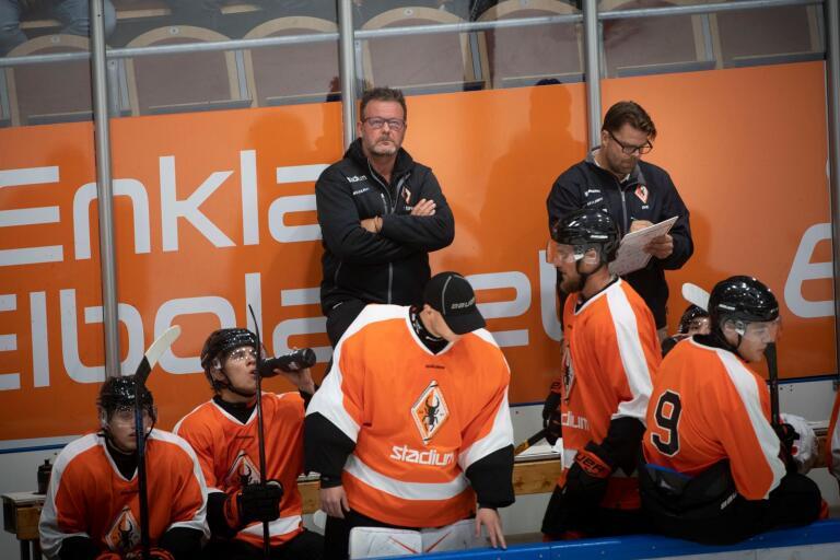 Inget stoppar KHK på försäsongen. Tränaren Ove Molin kunde på lördagen räkna in lagets sjätte raka seger.