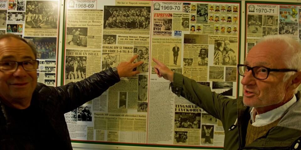 Taif-veteraner i minnenas arkiv. I katakomberna i Nelson Garden arena gör sig en stolt hockeyhistoria påmind. Här förevisad av magistrarna Lennart Lindberg och Kenneth Karlsson, själva med fyra respektive elva A-lagssäsonger i hockeytrunken.