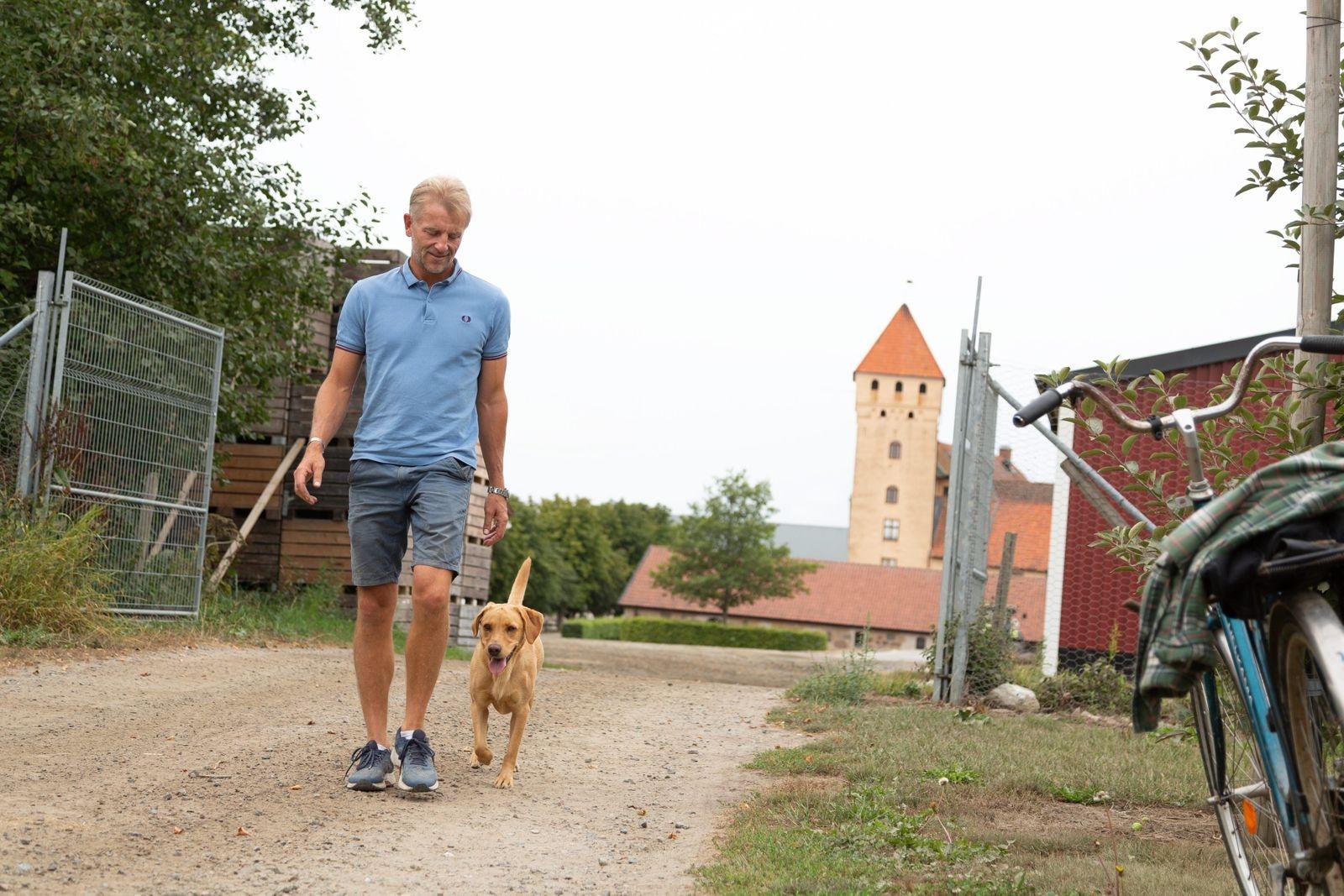 Jan Ehrensvärd har återvänt till platsen där han växte upp.