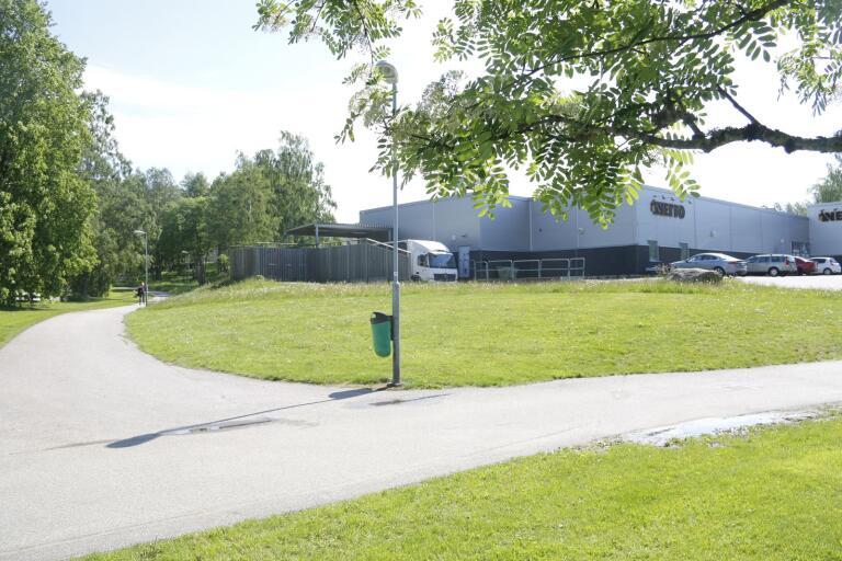 Bakom Netto i södra Ulricehamn kan två höghus byggas enligt en ny detaljplan som antagits av kommunstyrelsen i Ulricehamns kommun.