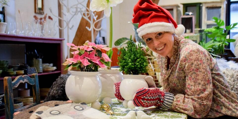 Handplockad och innovativ inredning hittar du hos Apotekarns. Christine Svenssons julklappstips är tovade sittdynor av ull från Afroart, blomkrukor i design som hämtat inspiration från den klassiska träljusstaken, eller vantar och sockor av merinoull från Öjbro vantfabrik, vars mönster alla bär en berättelse.