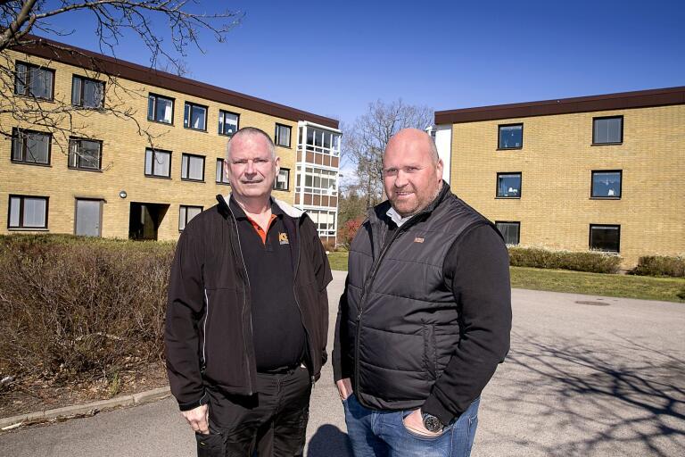 Lars Karlsson och Fredrik Bladås i KBG Fastighetspartner AB tar från och med i sommar över skötselansvaret för husen som ingår i Oskarshamnshus 2 i Norrtorn.