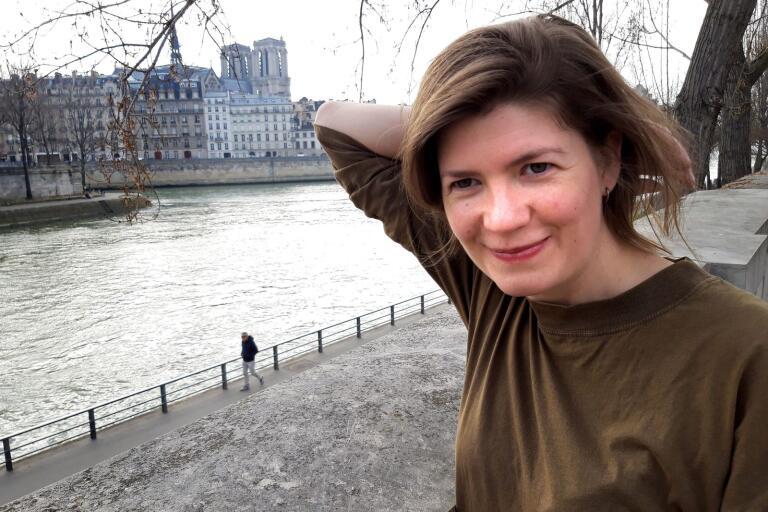 Ulricehamnssångerskan Isabel Sörling bor i Paris där hon lever på sin musik.