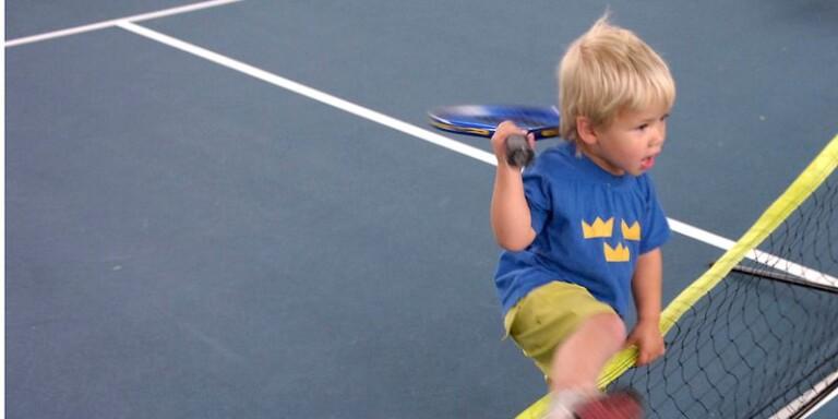 Svår balansgång när idrotten ska lära sig ta betalt