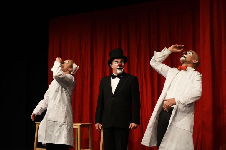 Josefine Andersson, Lasse Beischer och Dick Karlsson tar sig an Strindberg.