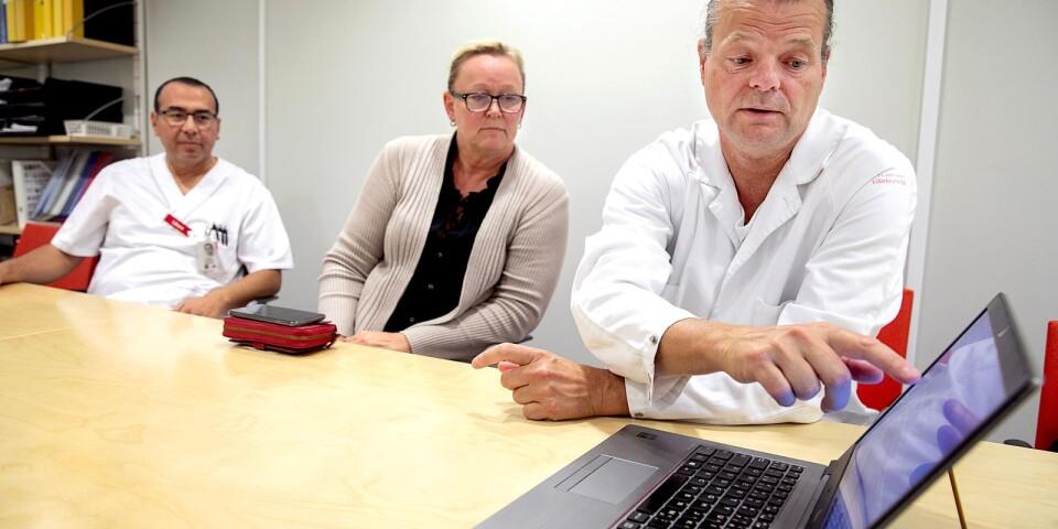 Det finns siffror på allt. Sadegh Dolatabadi, överläkare och medicinskt ansvarig läkare, Åsa Ahlgren, tf verksamhetschef för medicinkliniken.och Per-Adolf Bergsten, verksamhetschef för aktkliniken, berättar hur många som vårdats på de olika avdelningarna under sommaren.