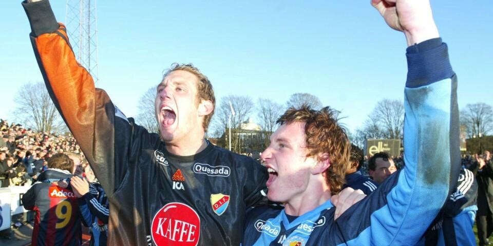 Lördagen den 2 november 2002 blev Djurgården svenska mästare efter att ha besegrat Elfsborg med 2-0. På bilden jublar Andreas Isaksson med sin mångårige vapendragare Kim Källström.