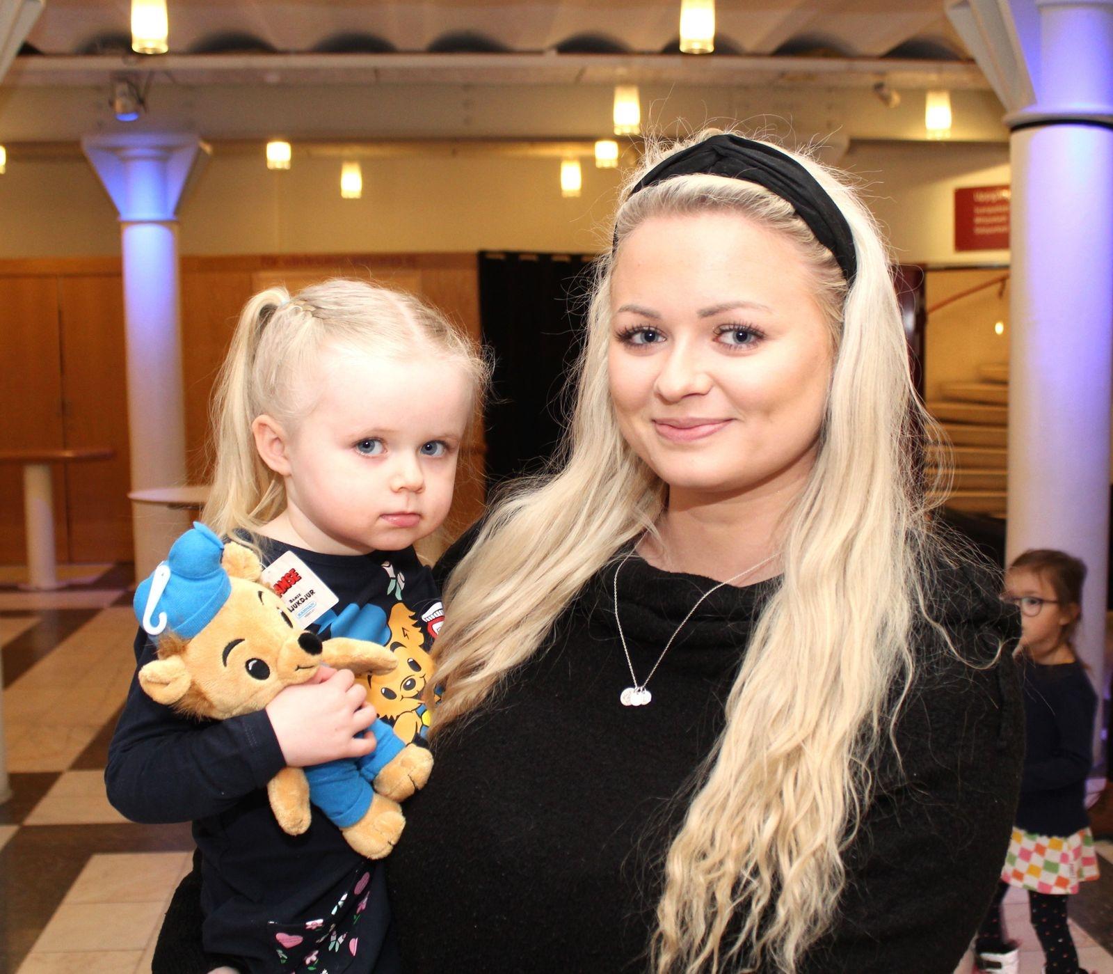 Michelle Axelsson med dottern Lovelia.