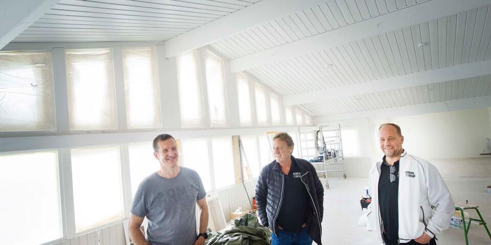 Ägaren Bertil Andersson och krögarna Anders Holmström och Hasse Nilsson bestämde snabbt att måla om restaurangen från brunt till vitt.