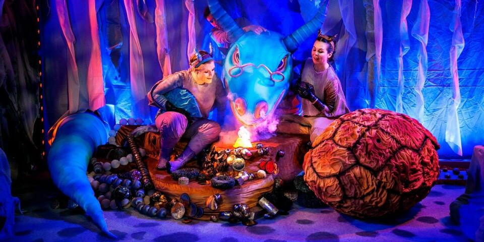 """Simrishamns riksteaterförening bjuder in till fantasy för de små med föreställningen """"Drakungar"""" på Valfisken den 6 december klockan 14 och klockan 15.30."""