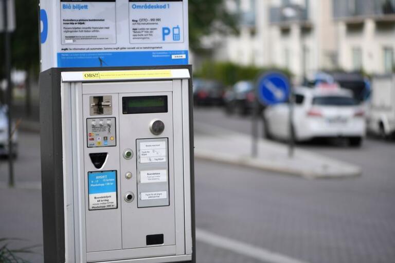 En boende på Akka ifrågasätter att Trelleborgshem planerar att avgiftsbelägga alla parkeringsplatser i området.