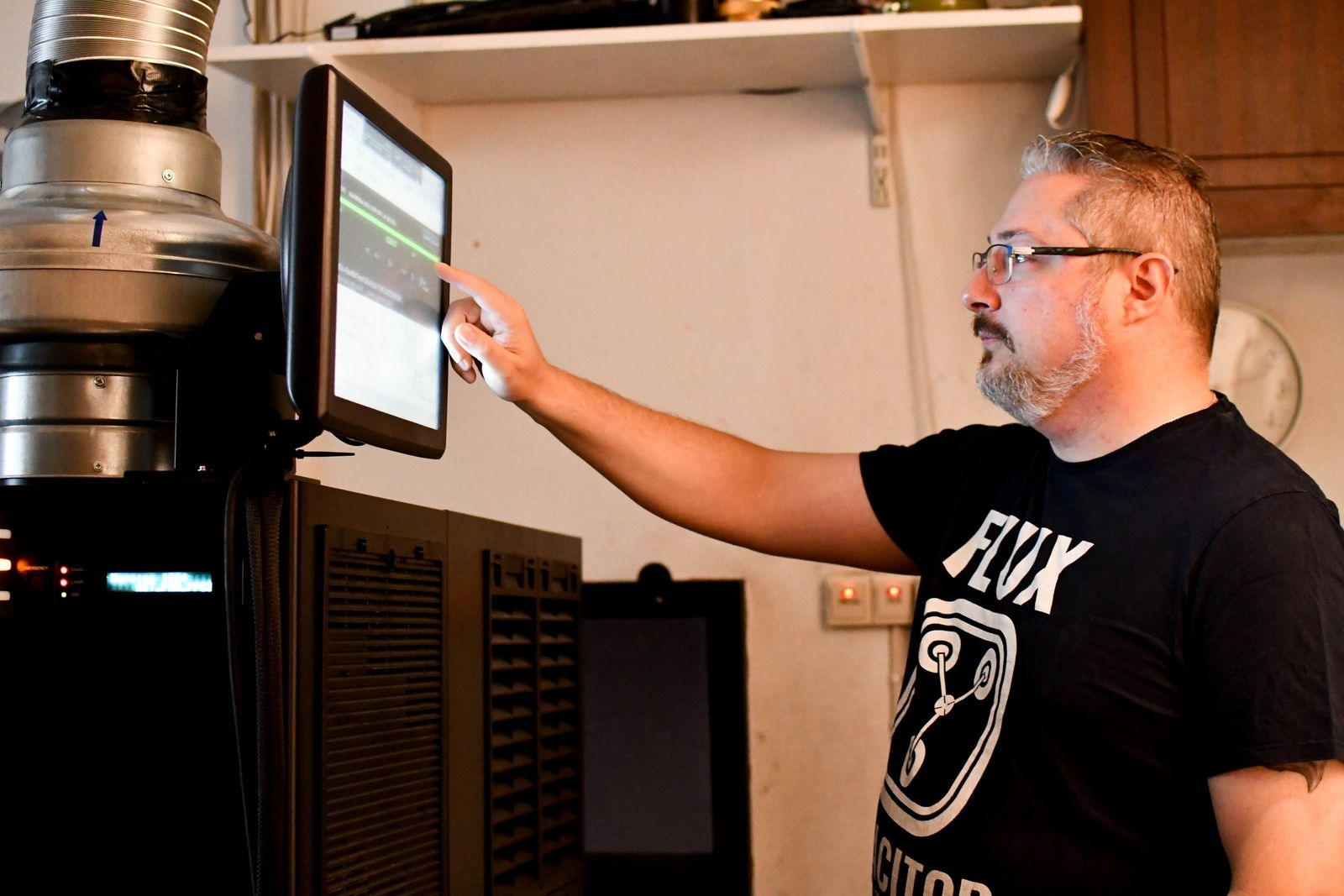 Föreningen investerade i en ny projekter för stora salongen 2019. Filmstart och -slut sker idag automatiskt om Thomas Cronholms schemaläggning funkar som den ska.
