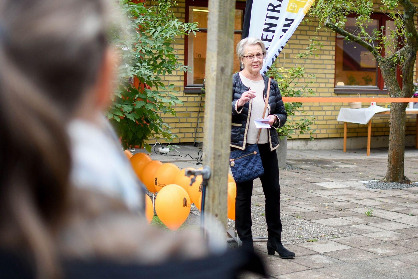 """""""Det här är en fin dag som egentligen bara kan beskrivas med ett ord - äntligen! Idag är jag glad och stolt"""" konstaterade Maria Linde Strömberg, ordförande i socialnämnden."""
