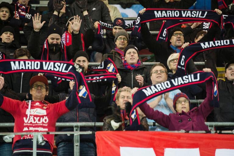 """""""Att Hansen skulle vinna tränaromröstningen var lika givet som att Vasilj skulle ta en av platserna i backlinjen"""" skriver Smålandspostens sportchef Dan Magnusson."""