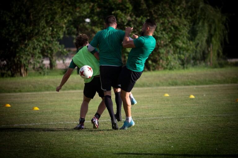Fotboll: Två spelare tar över i ÖT