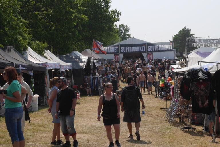 Festival nummer 30, sedan flytten till Norje, har dundrat igång på sluttande ängar utanför Sölvesborg.