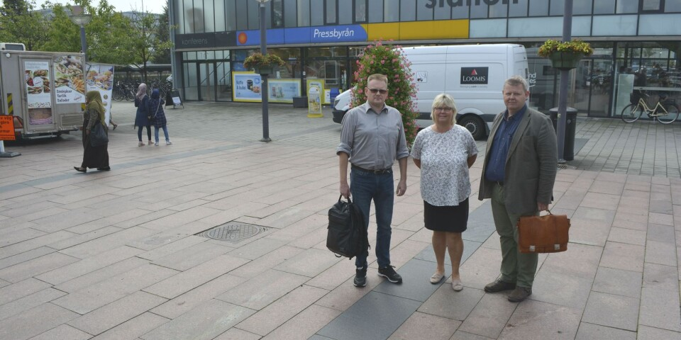 Ulf Berggren (SD), Lena Wallentheim (S) och Lars Johnsson (M) är överens om att staten måste kompensera för de kostnader som kommunen belastas med.