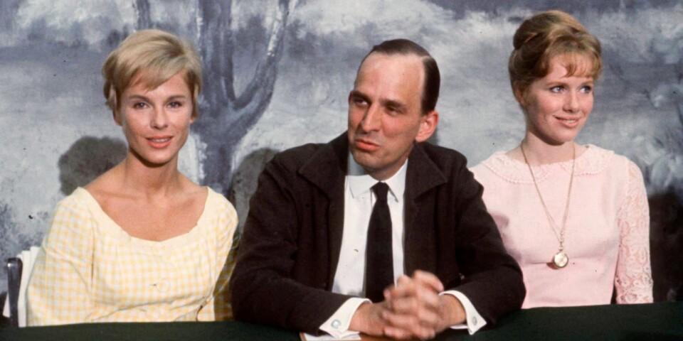 Bibi Andersson tillsammans med regissören Ingmar Bergman och kollegan Liv Ullmann på en presskonferens 1965. Arkivbild.