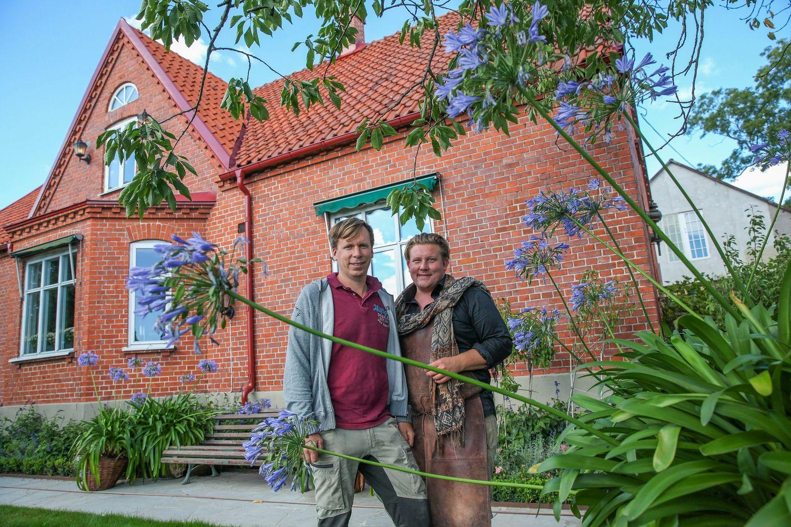 Blomsterkungarna Petter Kjellén och Karl Fredrik Gustafsson kunde i augusti pusta ut efter en minst sagt hektisk sommar på Eklaholm.