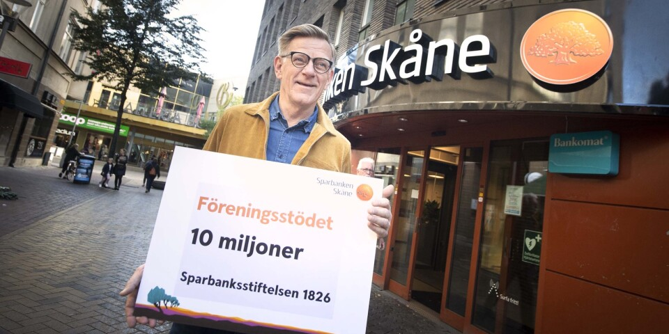 Christmas present. Sparbanksstiftelsen 1826 and its CEO Östen Gunnarsson and Sparbanken Skåne want to give associations some extra support.