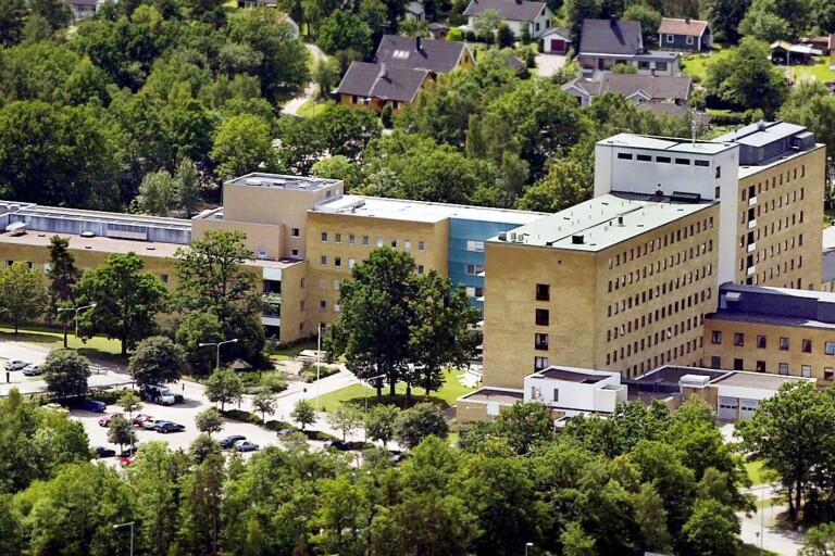 Det dröjer innan Oskarshamns sjukhus förändrar verksamheten för att ta hand om coronasmittade.