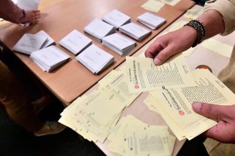 Valet: Sena rösterna räknas i dag – det händer sedan