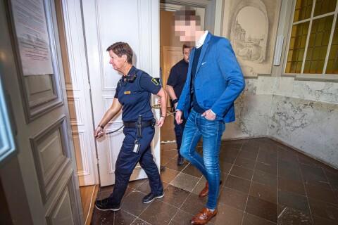 Affärsmannens besök övervakas av polis